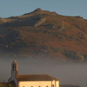 Eglise Saint-Martin (en fond le Baigura)